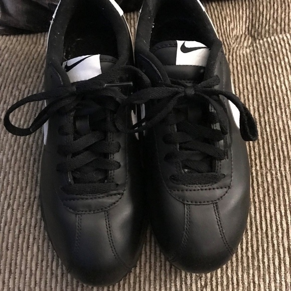 5a7ad26e38a7 Nike Cortez Boys Running Shoes Black - All Leather.  M 5b296a16409c150008d885fa